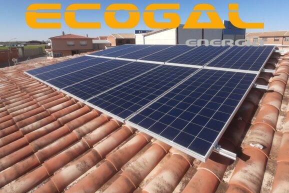 Otra familia que reduce su huella de carbono instalando placas solares