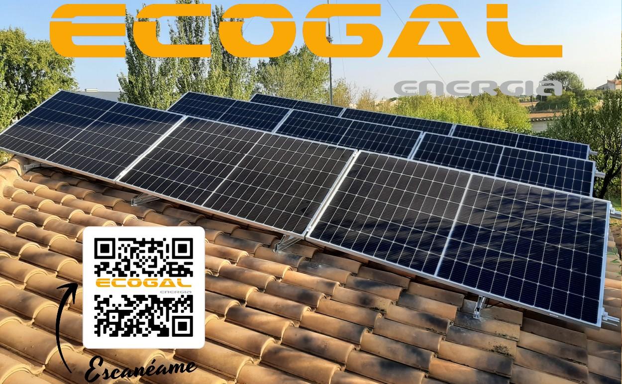 Instalación de paneles solares en una vivienda de San Clemente.