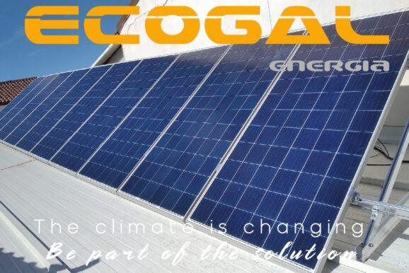 Vivienda en Las Pedroñeras con baterías y módulos solares.