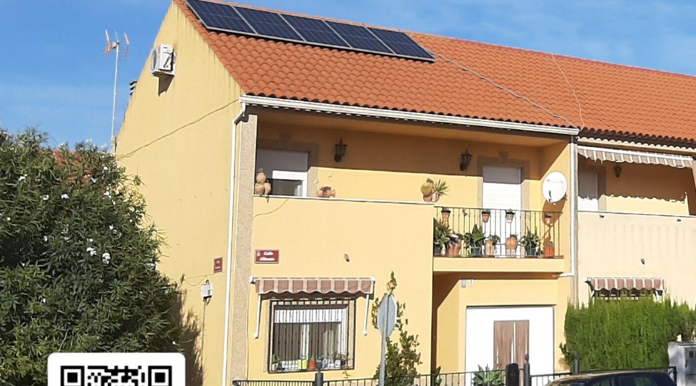 Vivienda con placas solares en Villarrobledo (Albacete).